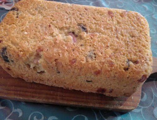 Pão com bacon e azeitonas sem gluten